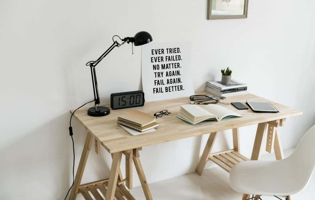 desk-setup-with-motivational-poster_4460x4460
