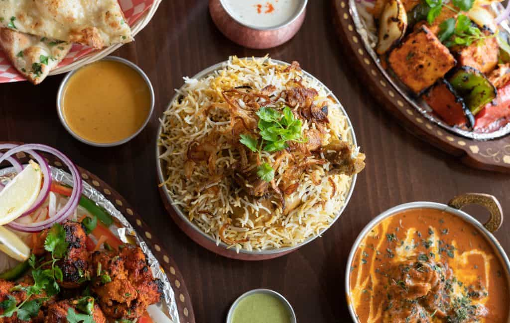 indian-food-on-restaurant-table_lifestyle_blog